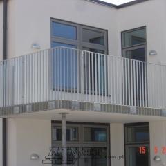 nowoczesne-balustrady-metalowe-balkon-bloku-bd-106